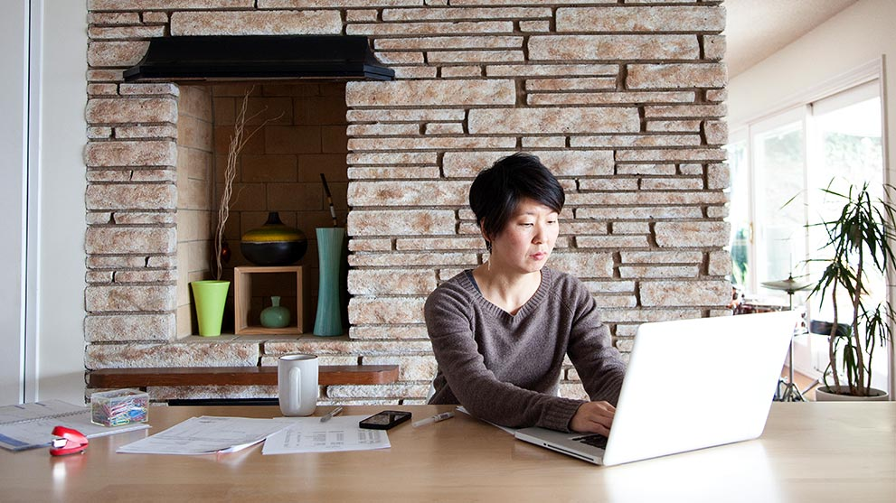 woman on laptop paying her mortgage